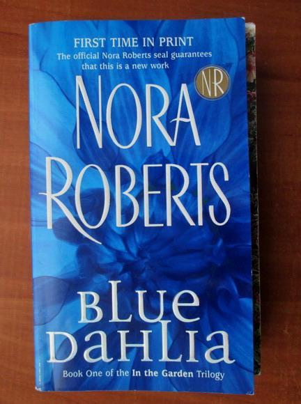 Anticariat: Nora Roberts - Blue Dahlia