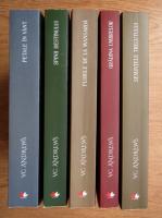 Anticariat: V. C. Andrews - Florile de la mansarda. Petale in vant. Spinii destinului. Semintele trecutului. Gradina umbrelor (5 volume)