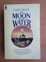 Anticariat: Pamela Belle - The moon in the water