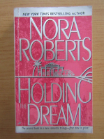 Anticariat: Nora Roberts - Holding the dream