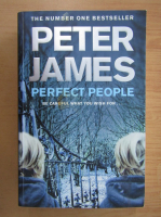 Anticariat: Peter James - Perfect People